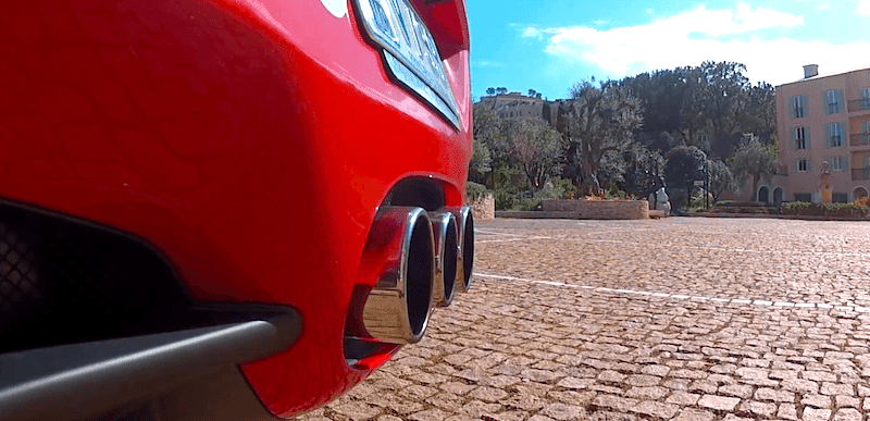 スーパーカーのエンジンスタート音