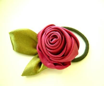 Заколочки своими руками. Фото мастер-класс по розе из ленты.