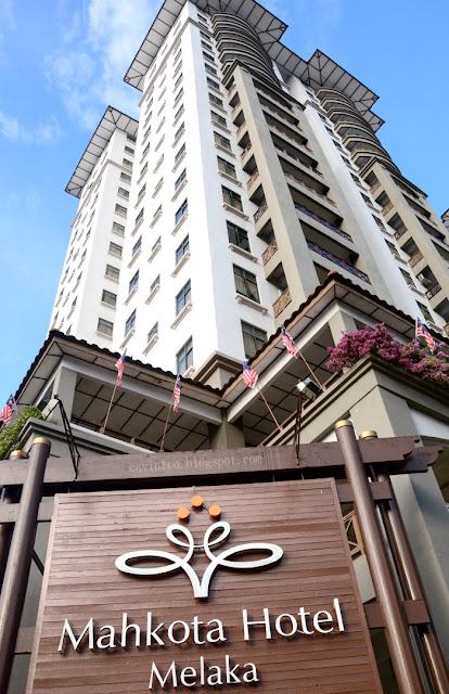Entree Kibbles  Mahkota Hotel