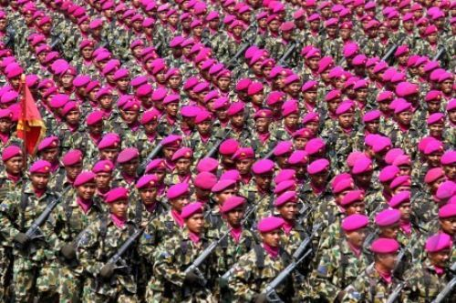 Prajurit Marinir TNI AL berjalan ketika Defile pasukan