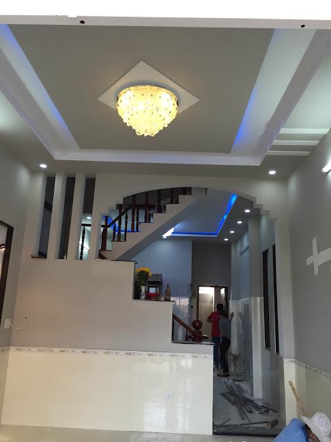 Cầu thang căn nhà 1 lầu 1 trệt