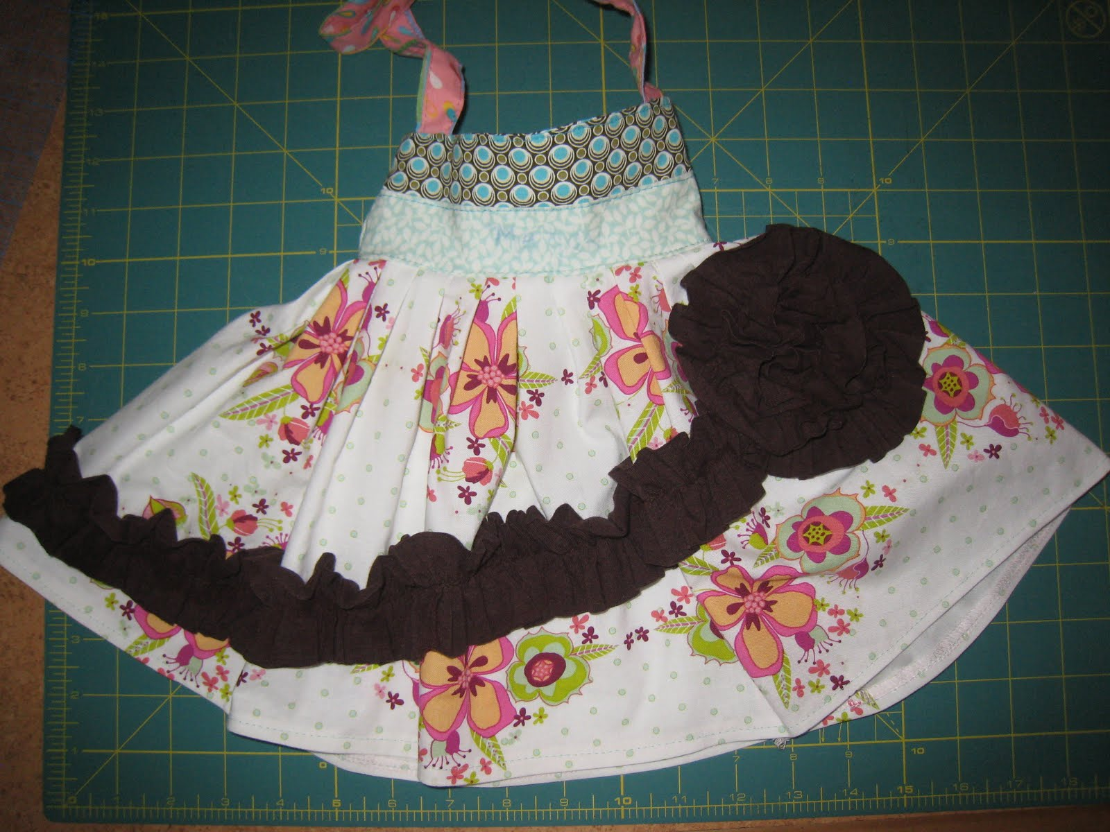 Handmade dress haven how to make a knit ruffle rosette swirl this is a rather large rosette if you want a smaller one you could just make the swirl tighter together or make the knit less wide bankloansurffo Images