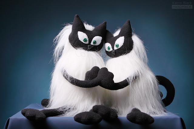 Влюблённые сиамские коты - авторская мягкая игрушка из меха ручной работы от Katrin Black
