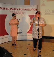 Nagroda Budowlana Marka Roku dla Mapei. Nagrode odbiera Agata Modrzejewska, dyrektor marketing MAPEI Polska.