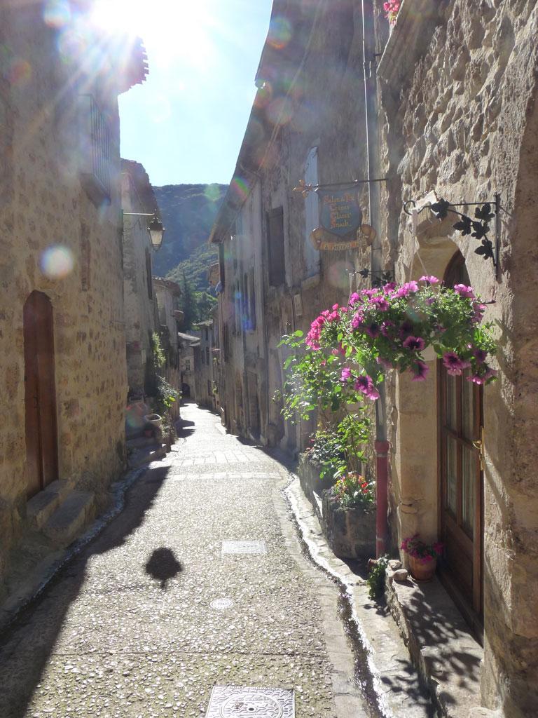 サン=ギエム=ル=デゼールの村  サン・ギエムの道 Saint-Guilhem-le-Désert