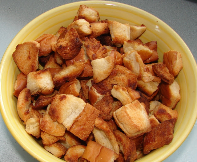 Homemade Croutons #recipe #oliveoil #garlic #saladtopping