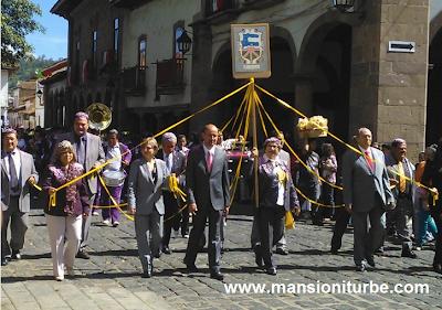 Autoridades de Pátzcuaro en el desfile del 479 Aniversario