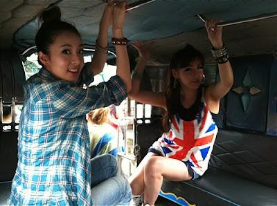 Foto Dara dan Park Bom 2NE1 di Filipina