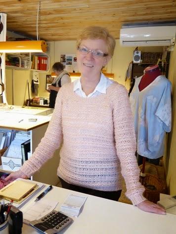 Esther fra Sløjfen i Vejen byder velkommen i patchworkbutikken