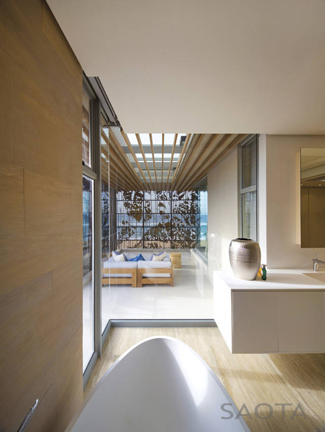 Bathroom glass wall in African modern villa in Durban by SAOTA