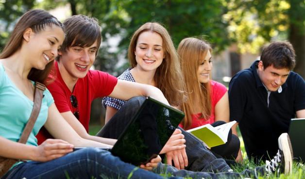 Perbedaan Gaya Nongkrong SMA dengan Mahasiswa