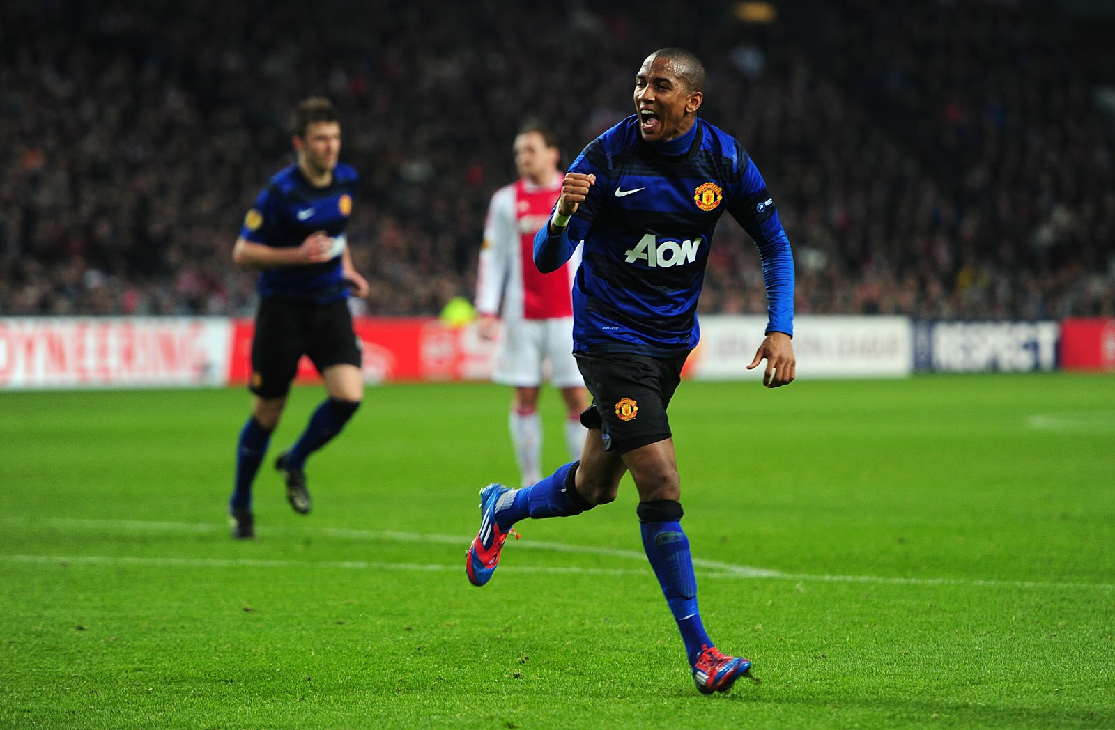 http://2.bp.blogspot.com/-CTCj80m0uCI/T0VjMYRnfMI/AAAAAAAABTI/d4QfCKrl-cY/s1600/Ajax+vs+Manchester+United+europa+league+Ashley+Young+celebrates+goal.jpg