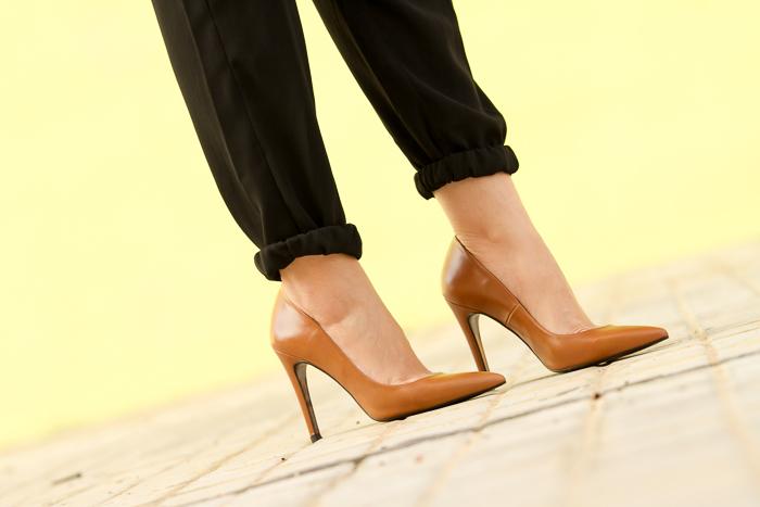Stilettos de cuero con tacón de aguja blogger de moda adicta a los zapatos