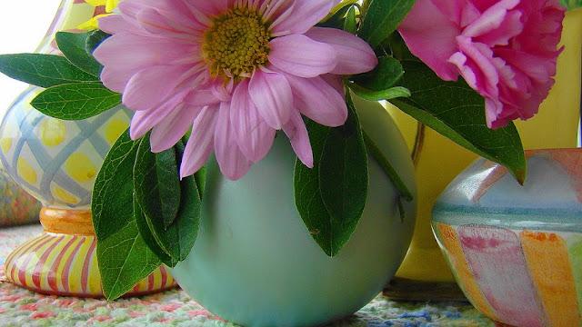Arranjos florais em latas!   Artesanato & Humor de Mulher