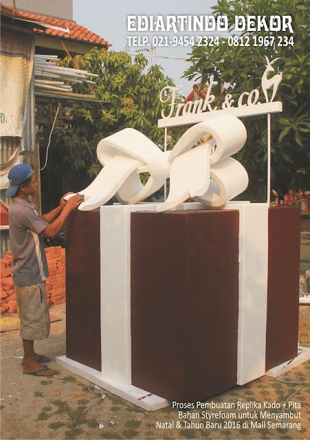 replika kado dan  pita  dengan bahan styrofoam