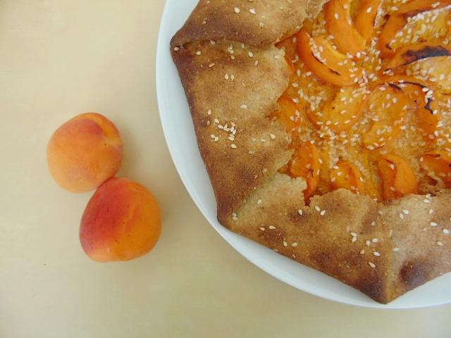 Tarte rustique aux abricots, amandes et miel