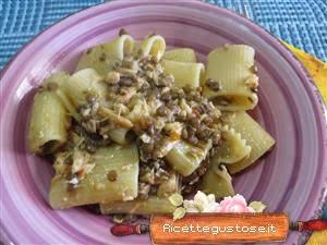 http://www.ricettegustose.it/Primi_sughi_di_pesce_1_html/Pasta_con_salmone_e_lenticchie_in_umido.html