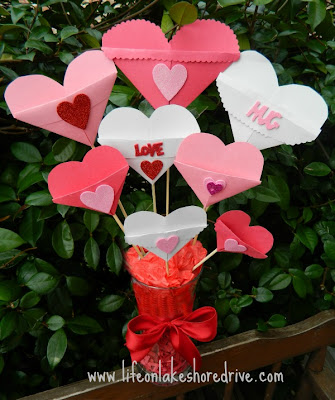 Bouquet of Paper hearts valentine's day love notes card holder
