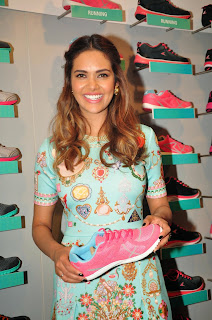 Esha Gupta Latest Pictures at Iconic Bata Store Launch  28