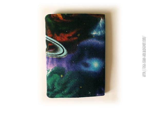 Обложка ручной работы на паспорт на магнитной кнопке с рисунком Космос