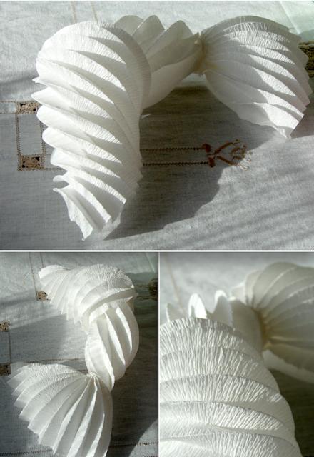eco design: lampade di carta crespa fatte a mano. La sirena