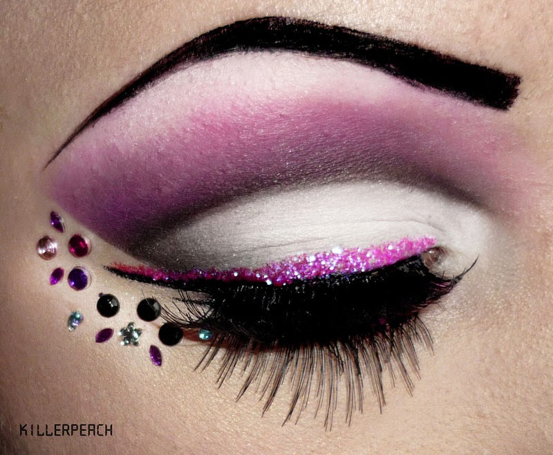 22-Love-Pink-Killerpeach94-Body-Painting-The-Eye-Treatment-www-designstack-co