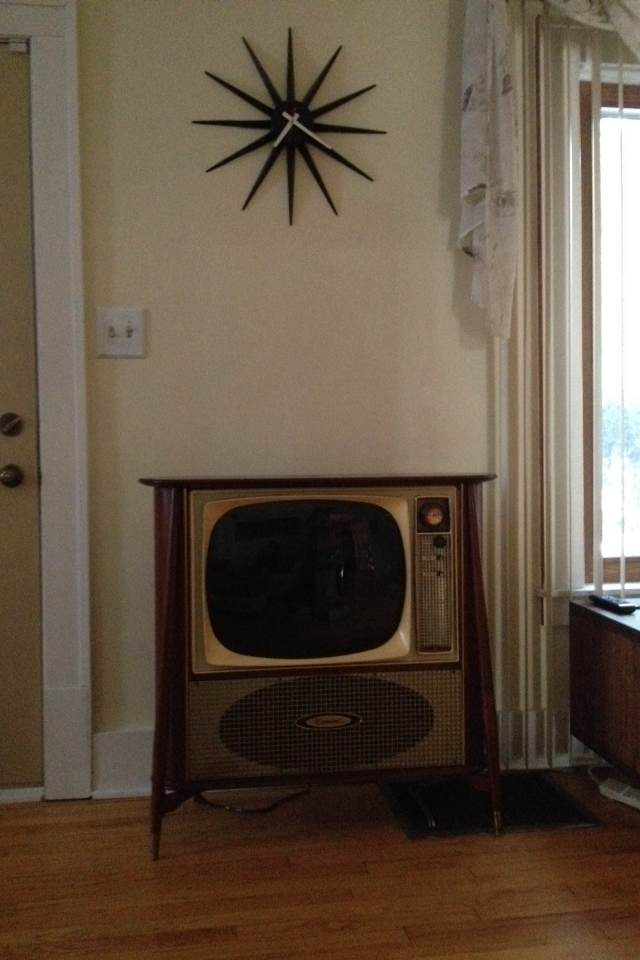 got my tv back and i truly love its mid century danish modern vibei rearranged the living room to include it - Midcentury Cafe 2015