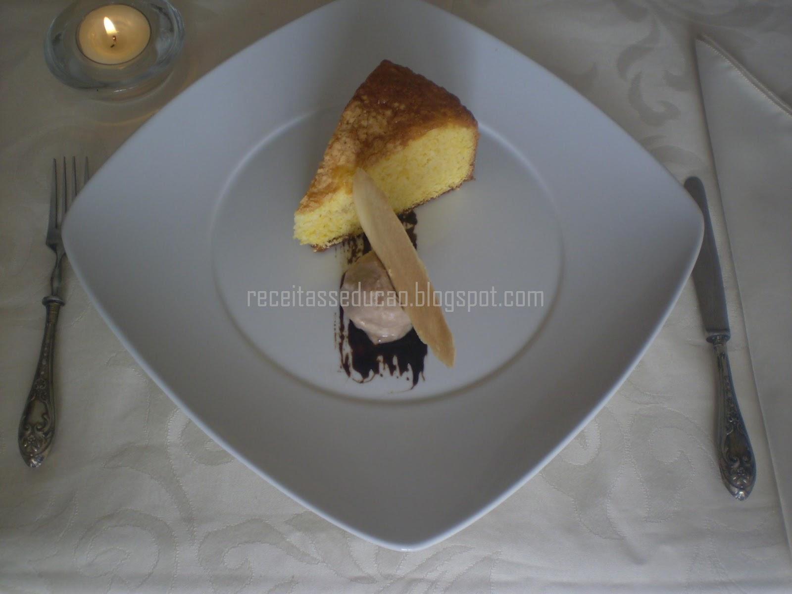 Bolo de Abóbora e Gelado de cremoso de Chocolate com Telha de massa Cigarrete e Redução de Vinho do Porto