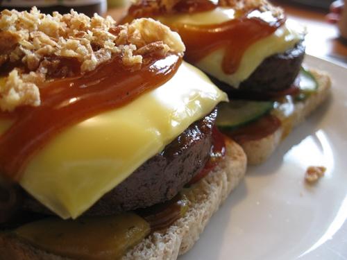 waw kulinarische qu lereien soja burger auf toast. Black Bedroom Furniture Sets. Home Design Ideas