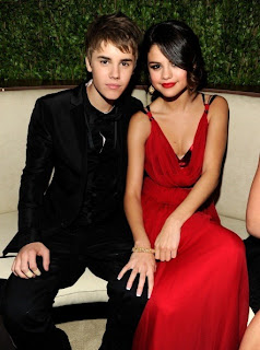 Selena Gomez red skirt and justin bieber