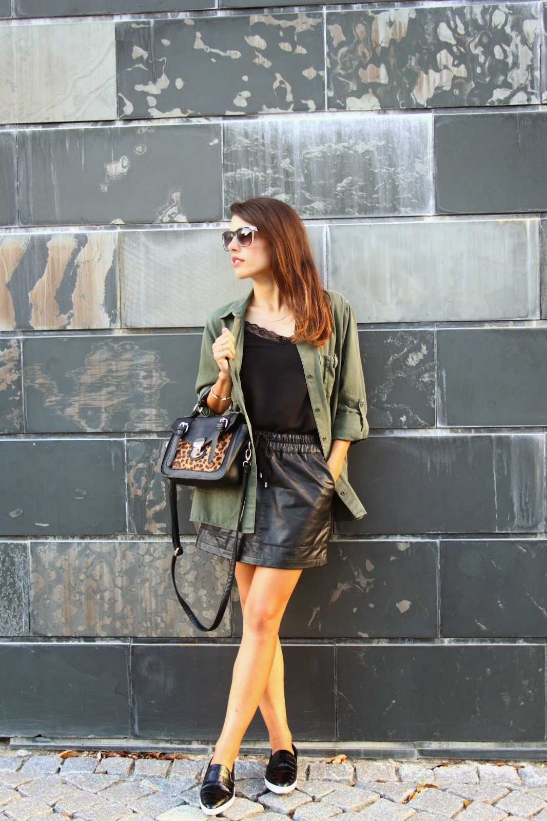 http://ilovefitametrica.blogspot.pt/2014/10/khaki-leather-black.html