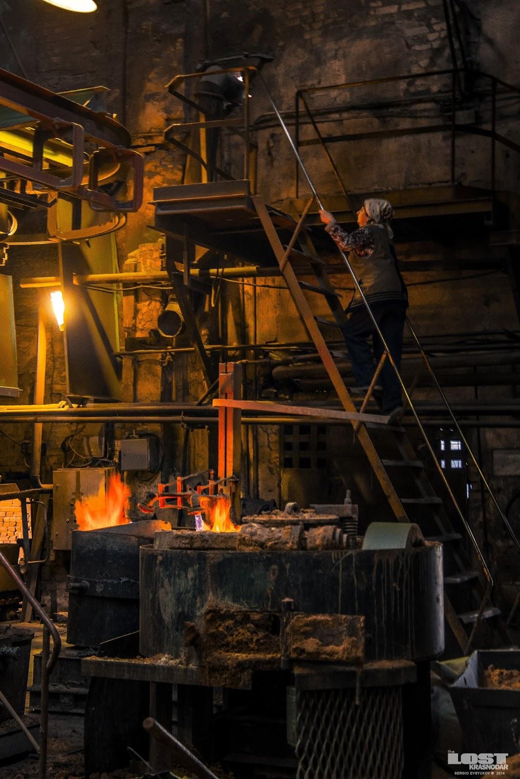 Женщины на заводе