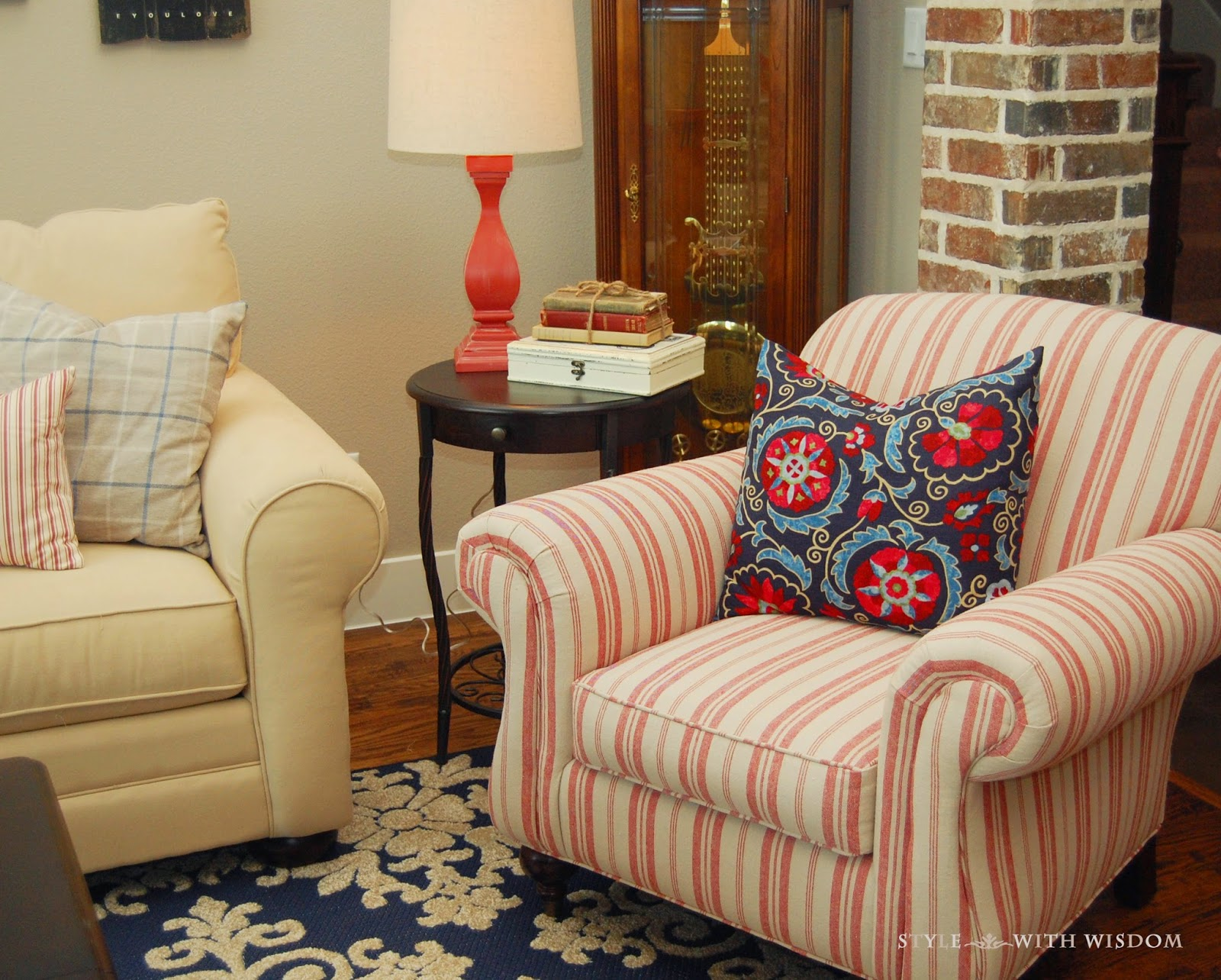 Red and navy living room