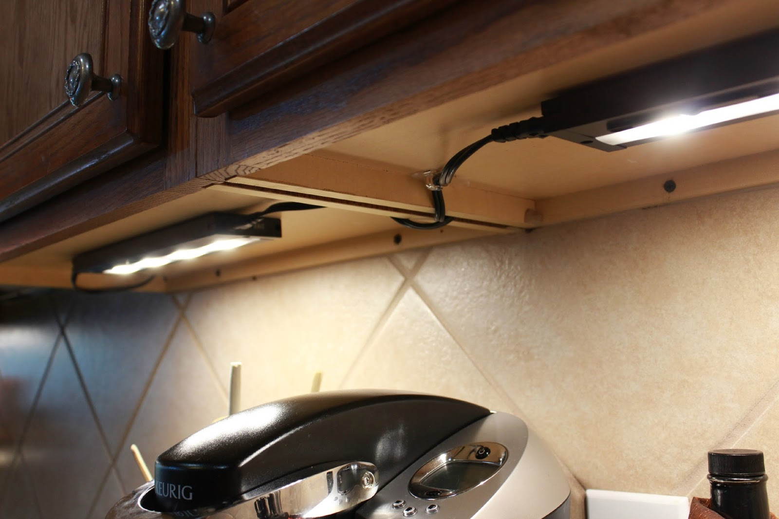 itu0027s easy under cabinet lighting21 easy