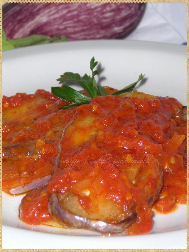 Vazania giahni, melanzane cipolla patate e pomodoro