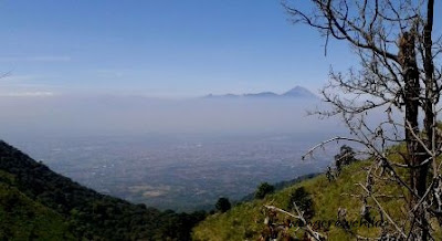 puncak gunung semeru dari gunung butak