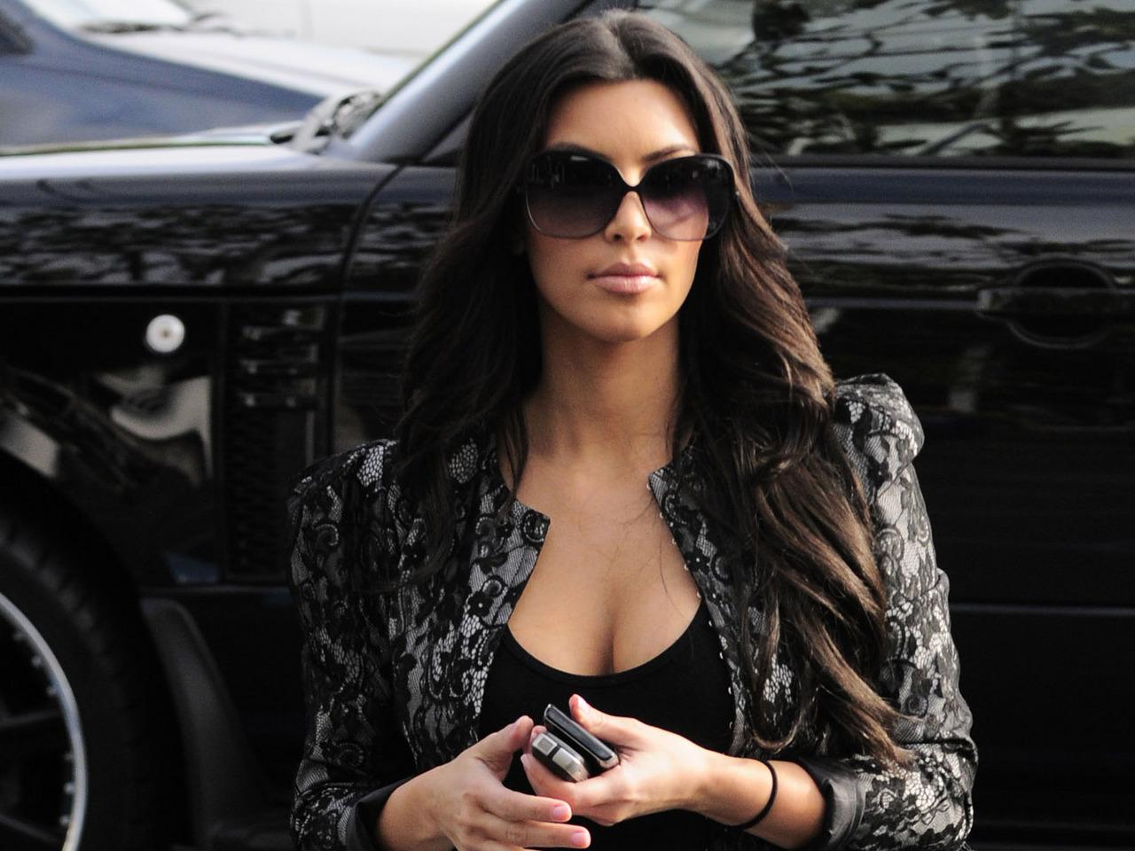 http://2.bp.blogspot.com/-CVn-cbvURKY/TyvaaupnfaI/AAAAAAAAC_k/F2a5YApVfiA/s1600/Kim-Kardashian-Wallpapers-1.jpg