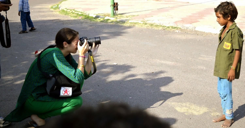 girl capturing