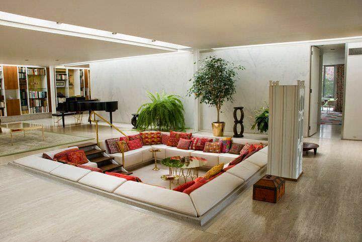 salones de lineas rectas y depuradas pero con ciertos detalles que les dan calidez como la pared en piedra los techos de madera o simplemente con una - Salones Modernos