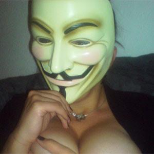 Fãs de grupo hacker ficam peladas em página na internet