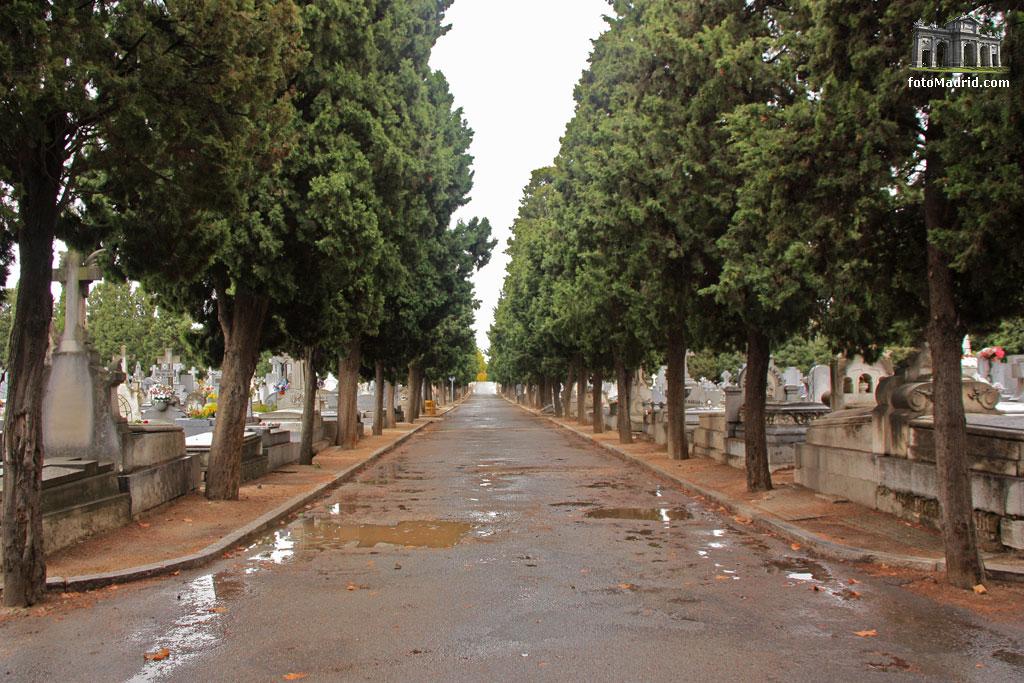 cementerio almudena madrid: