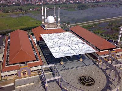 Masjid Agung Jawa Tengah, MAJT dengan payungnya yang terkembang