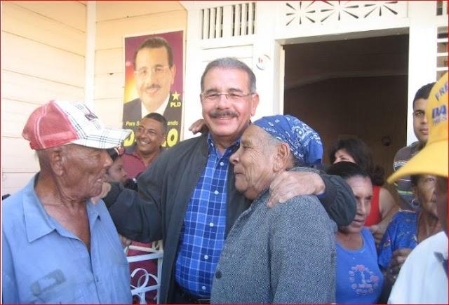 Danilo Medina trabaja y desoye críticas al cumplir 100 días de Gobierno