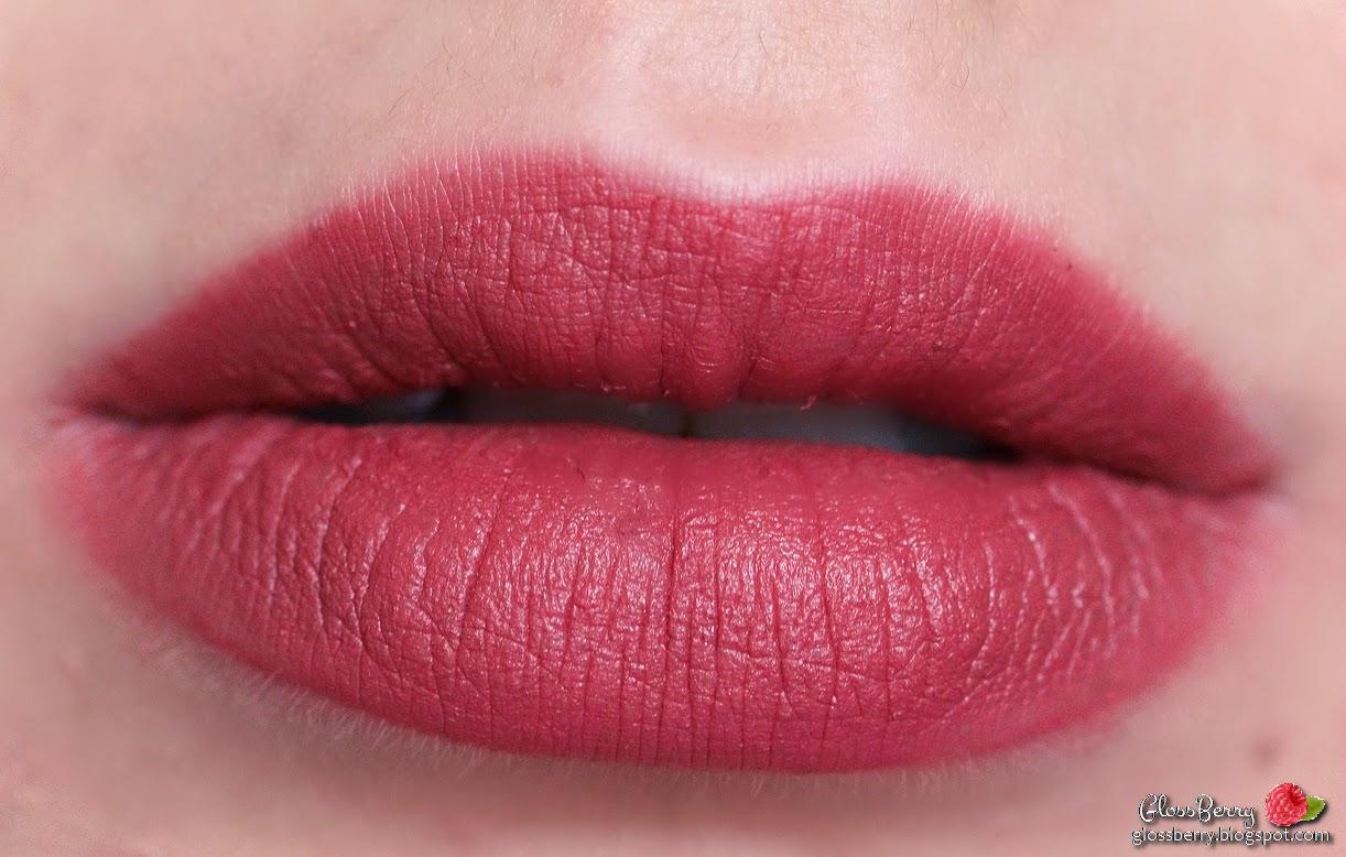 kat von d studded lolita swatch lips lipswatch review glossberry גלוסברי בלוג איפור וטיפוח שפתונים קאט וון די