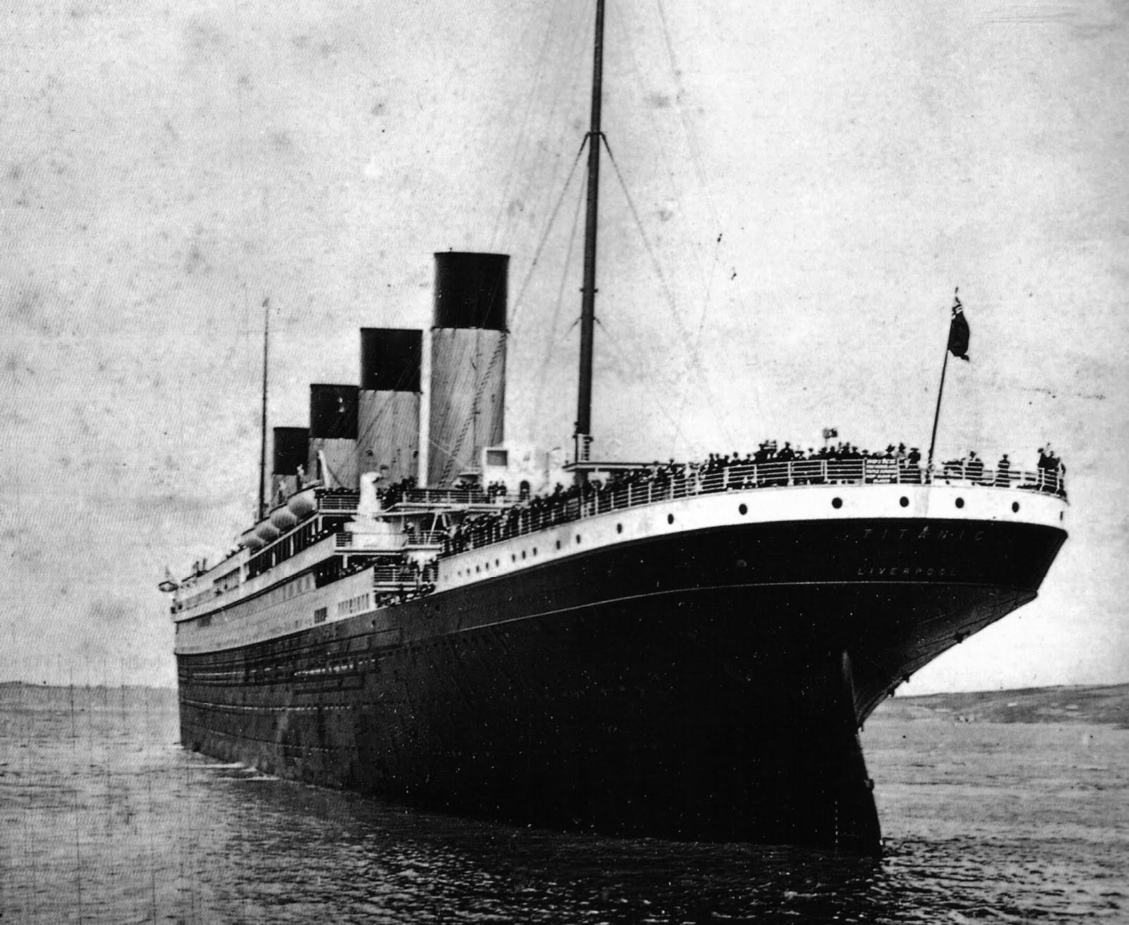 RMS-Titanic-leaving-So...