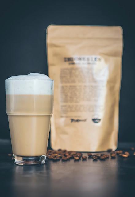 Latte Macchiato Glas mit Espresso aus Indonesien
