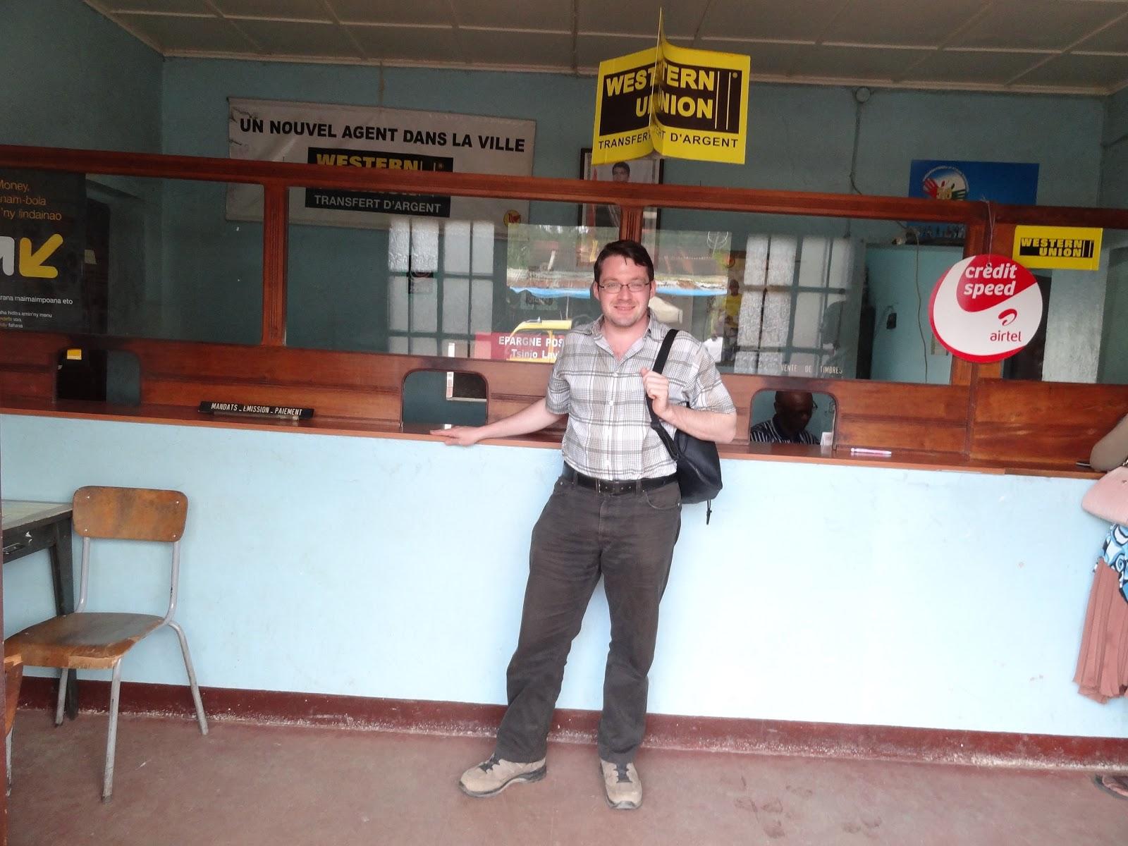 les guichets la poste malgache aussi se diversifie dans la telephonie mobile et les transferts d argent