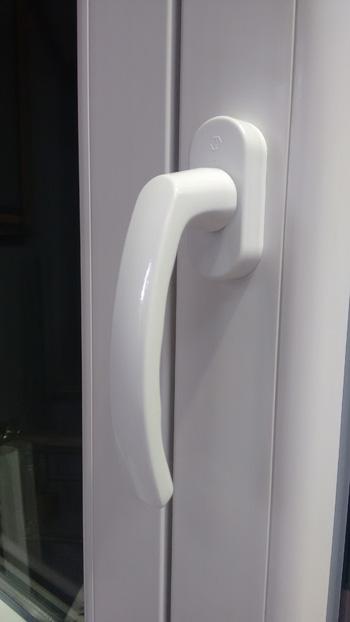 Las manillas en las ventanas de pvc y aluminio ventanas - Manillas puertas aluminio ...