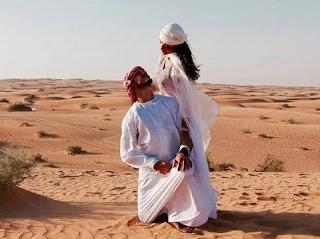 O casamento com a lua de mel como fizeram Débora Nascimento e José Loreto, que celebraram a união no deserto.