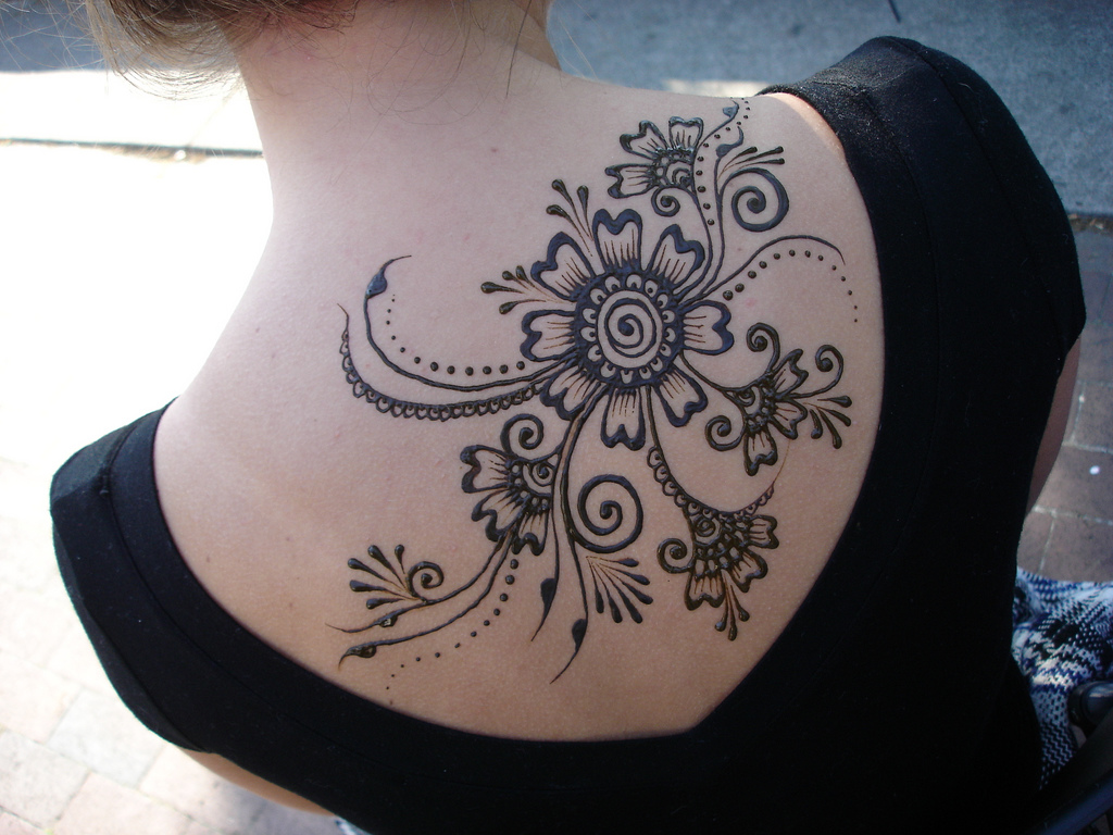 Mehndi Tattoo Lower Back : Henna tattoos on back all about